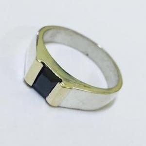 anillo cuadrado pequeño con cubic negro