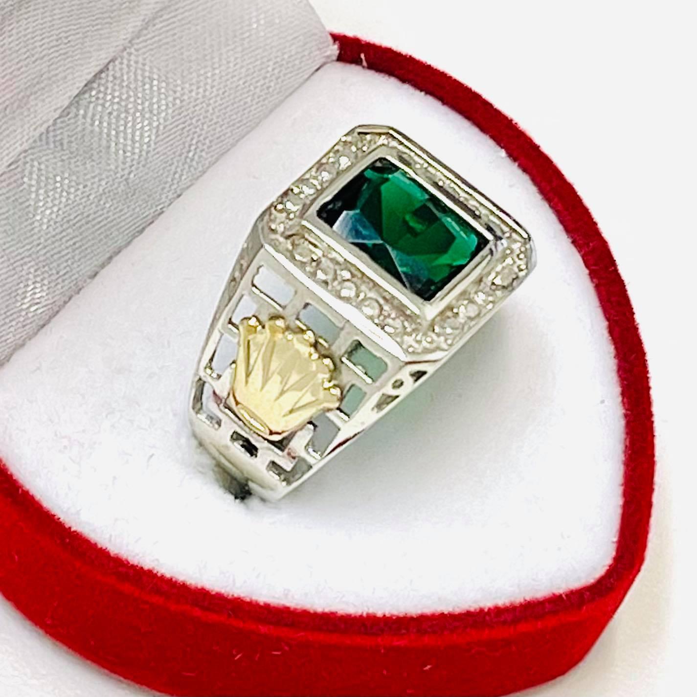 2699402441ae anillo para hombre con cubic rectangular esmeralda